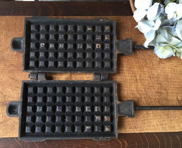 Antique French Cast Iron Gaufrier Waffle Iron - h136c Main