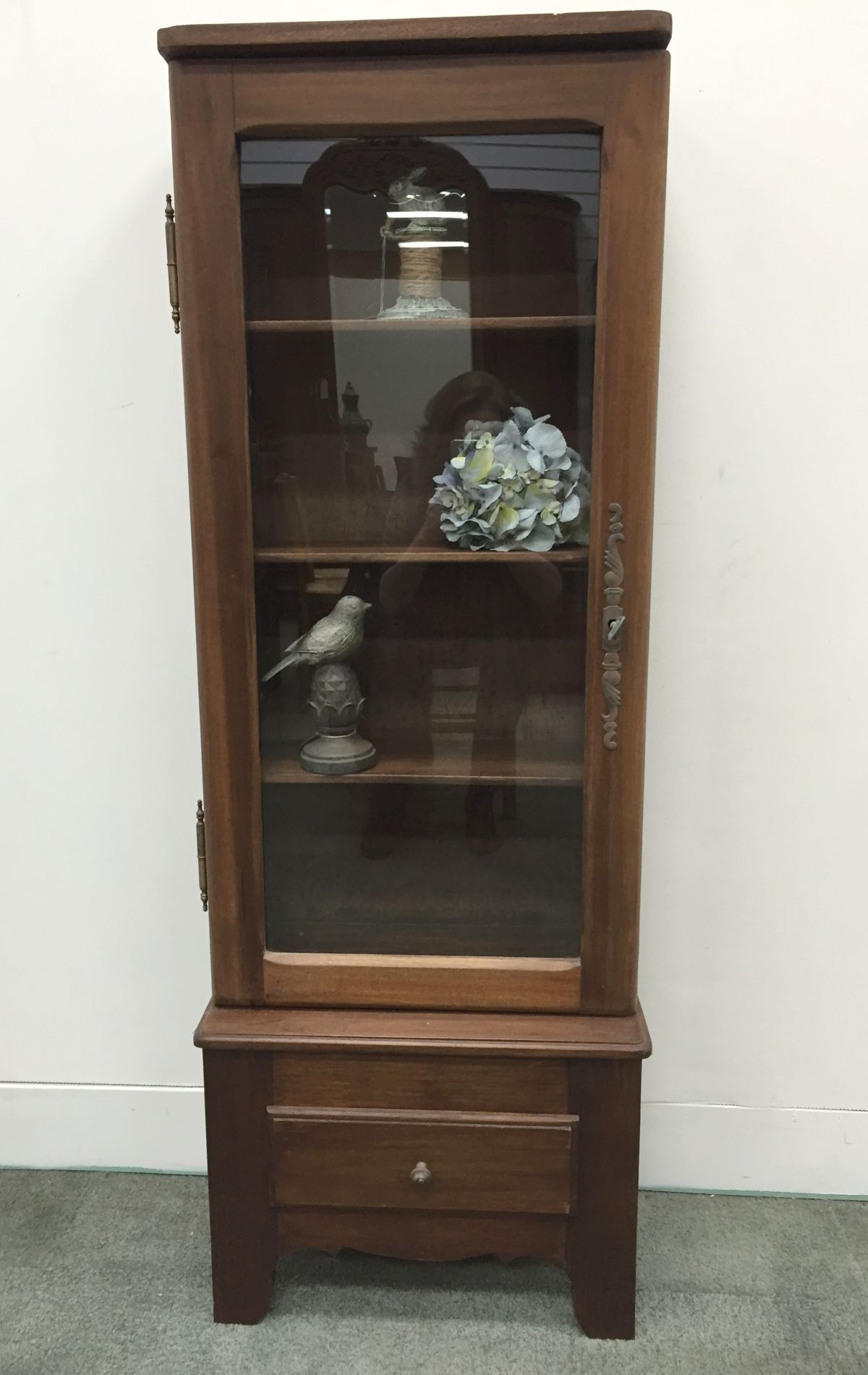 a dainty french vintage beech vitrine display cabinet k118. Black Bedroom Furniture Sets. Home Design Ideas